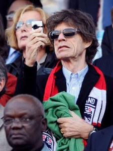 Mick Jagger, dos Rolling Stones no jogo de Inglaterra X Alemanha