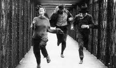 Do filme Jules et Jim, que aparece os três correndo por um corredor